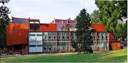 بررسی معماری دانشکده هنر دانشگاه آیووا