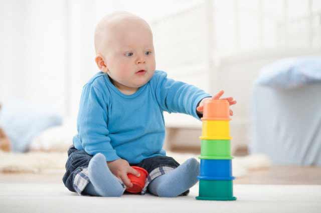 دانلود پاورپوینت رشد حرکتی و بازی (از تولد تا  اواسط کودکی)