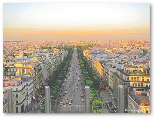 بررسی خیابان شانزلیزه پاریس
