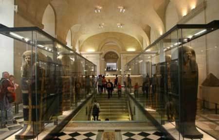دانلود پاورپوینت معماری با موضوع تحلیل موزه لوور فرانسه