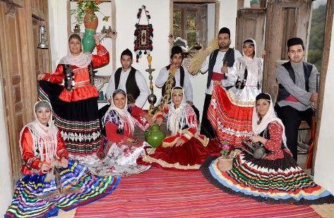 دانلود پاورپوینت آشنایی با لباسهای محلی ایرانی
