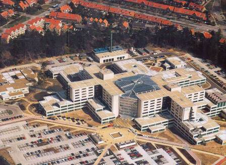 دانلود پاورپوینت بررسی نمونههای موردی بیمارستان با موضوع: بیمارستان رین ستیت و بیمارستان قلب ایندیانا