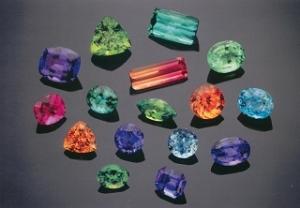 کتاب گوهر شناسی ( شناسایی سنگ های قیمتی )