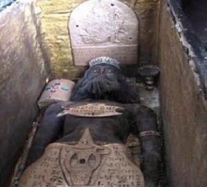 روش کاوش در قبرستان ها