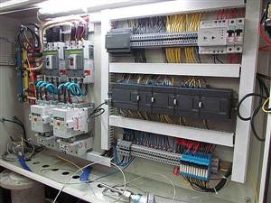 کنترل کنندهای واحدهای صنعتی و پتروشیمی PLC