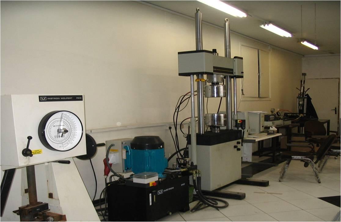 آزمایشگاه مقاومت و مصالح 