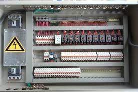 گزارش کارآموزی آشنایی با نحوهی تولید تابلوهای برق صنعتی