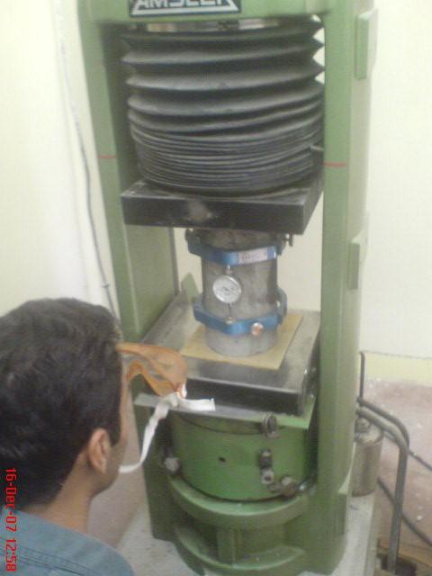 گزارش کارهای آزمایشگاه تکنولوژی بتن،طرح اختلاط بتن و آزمایشهای کششی ،فشاری و خمشی