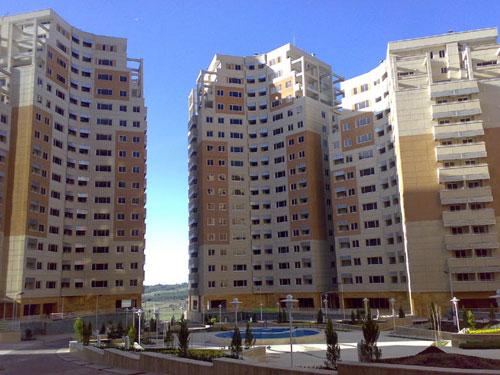 پاورپوینت کامل و جامع با عنوان سیستم های سازه ای ساختمان های بلند در 118 اسلاید