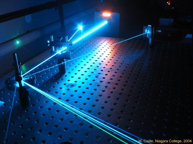 پاورپوینت خوب با عنوان بررسی قطبش در لیزرهای کاواک عمودی گسیل سطحی (VCSEL) در 19 اسلاید