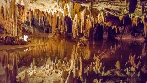 پاورپوینت کامل و جامع با عنوان غارسنگ ها و انواع آن در 46 اسلاید