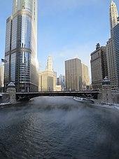 پاورپوینت کامل و جامع با عنوان بررسی شهر شیکاگو در 20 اسلاید