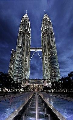 پاورپوینت کامل و جامع با عنوان بررسی برج های دوقلوی پتروناس مای در 22 اسلاید