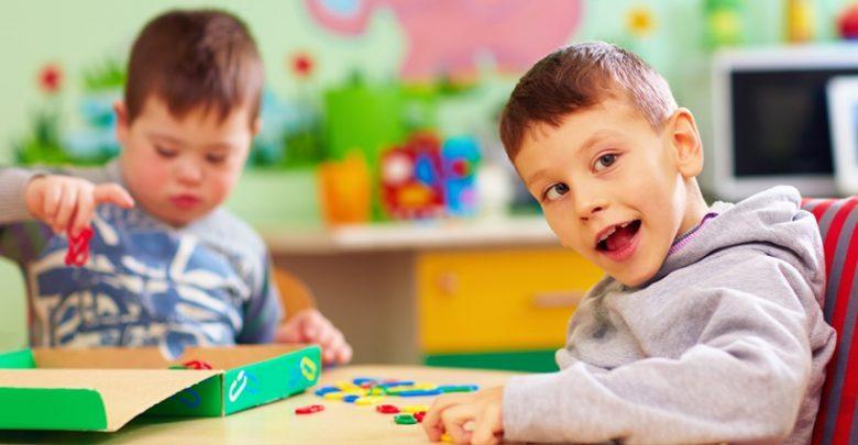 پاورپوینت کامل و جامع با عنوان بررسی بیماری اوتیسم در 43 اسلاید