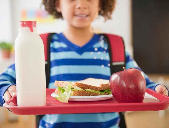 دانلود پاورپوینت نيازهاي تغذيهاي در سنين مدرسه