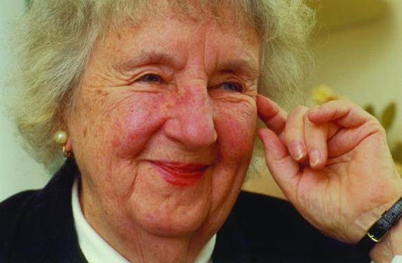 دانلود پاورپوینت نظریههای پرستاری با موضوع ویرجینیا هندرسون(Eva Virginia Henderson Evans)