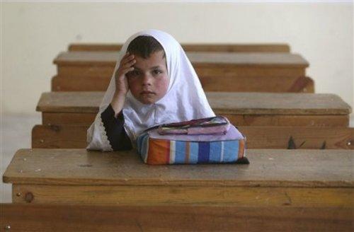 چگونه می توانم یادگیری درس عربی سارا دانش آموز دیر آموز آموزشگاه حجاب را بهبود بخشم؟