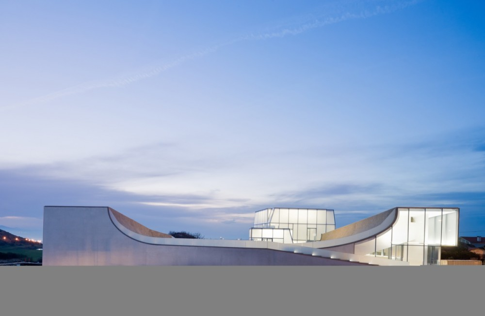 دانلود پاورپوينت تحليل موزه اقيانوس و موج