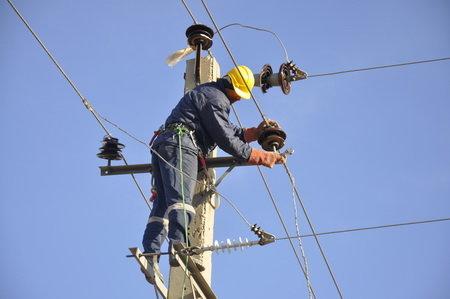 مقاله بررسی كيفيت برق در شبكه توزيع ايران