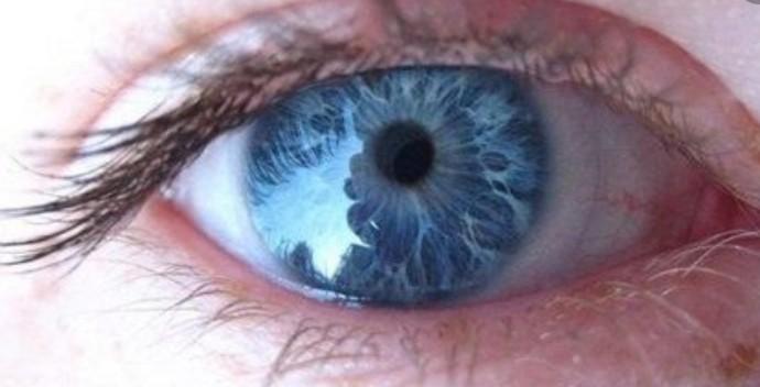 تغییر رنگ چشم به آبی در ۲۹ روز