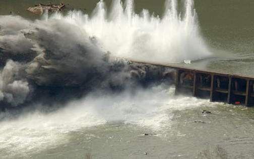 تاثیر نیروی زلزله بر پی سدها