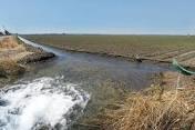 تأثیر سرعت جریان آب بر روند انحلال لایه های ژیپسی وانیدریتی در پی سازه های هیدرولیکی
