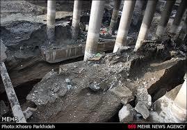بررسی اثر فاصله صفحات مستغرق در حفره آبشستگی موضعی اطراف آن در خم 180 درجه