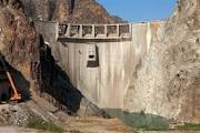 105-بررسی نحوه اجرا و مشكلات اجرایی دیوارهای آب بند نشیب بند و فرازبند پروژه سد شهریار
