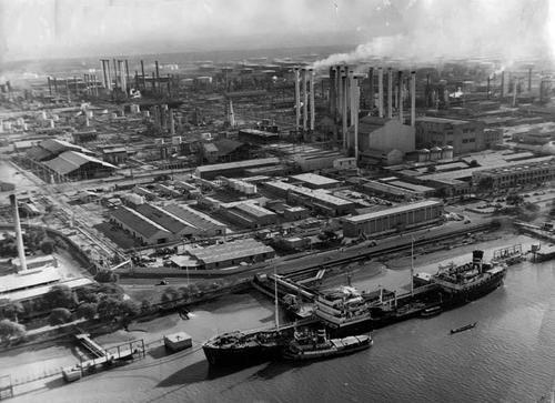 زندگینامه دکتر مصدق و ملی شدن صنعت نفت